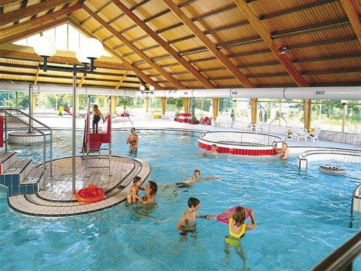 vakantiebungalows en zwembad bungalowpark coldenhove