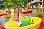 zwembad en atractiepark met vakantiebungalows
